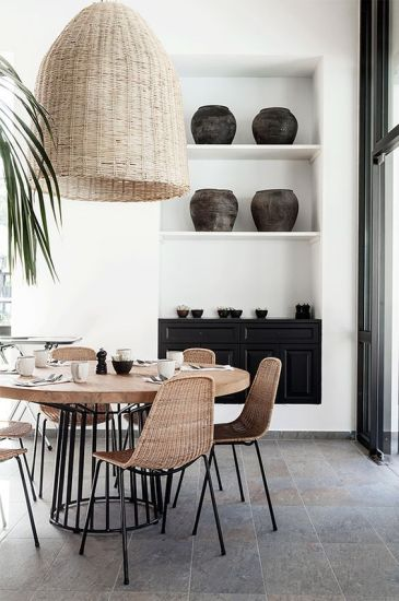 Ook in een strak interieur is rotan een ideale blikvanger! (Foto: Pinterest)