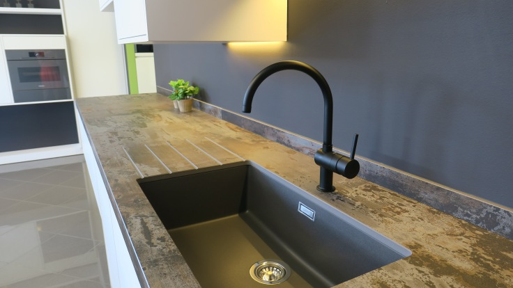 @Kitchencenter Thonon: keukenwerkblad in dekton.